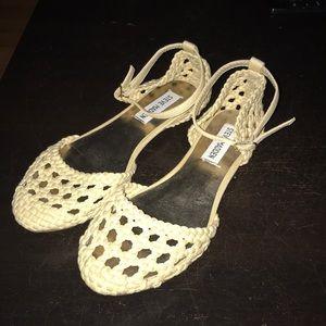 EUC Crochet Steve Madden sandals